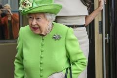 Queen-Elizabeth-II-at-Runcorn-Station-040