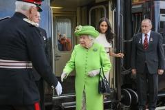 Queen-Elizabeth-II-at-Runcorn-Station-041
